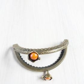 boquilla de plata para monedero redonda con flor y perlita naranja