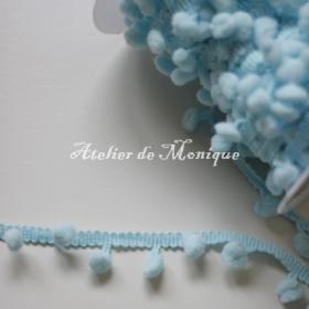 Cinta con pompones azul turquesa